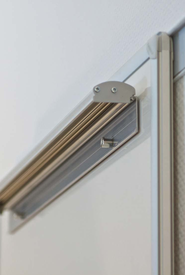 Quick-change holder for all common flipchart pads, magnet